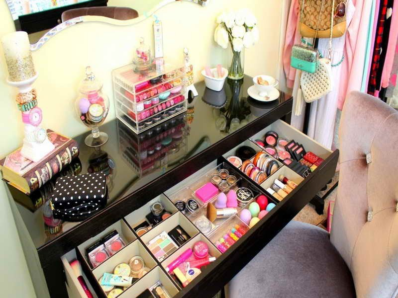 Small vanity makeup table set the beauty blog for Small makeup table